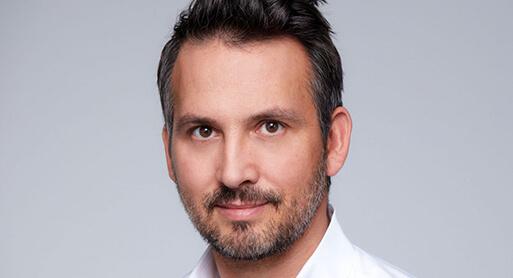 Dr. Koller Schönheitschirurg, Plastischer Chirurg und Experte für Plastische Chirurgie in Linz, Österreich