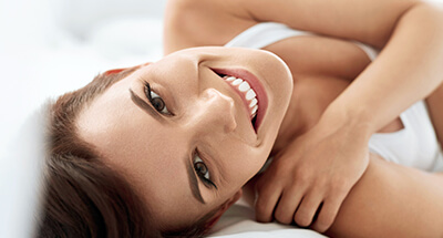 Wie fühlt es sich an nach der Brustvergrösserung? Spürt man das Brust Implantat? Dr. Koller ist Experte für Brustvergrößerung in Linz