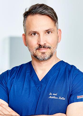 Brustkorrektur Schlauchbrust – während der Behandlung. Schlauchbrust operieren in Linz bei Dr. Koller. Rüsselbrust oder Trichterbrust korrigieren mit Brustimplantate