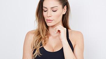 Bruststraffung - Straffung mit kurzer T-Narbe mit oder ohne Implantate. Kurze T Narbe, Fäden lösen sich von selbst auf