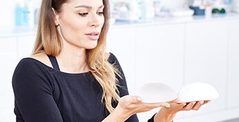 Brustvergrößerung – Brustimplantate ambulant oder stationär