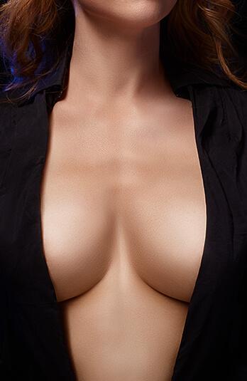 Brustvergrößerung Sportlerinnen – Implantatgewicht: je weniger, desto besser. Brustimplantate OP beim Experten in Linz