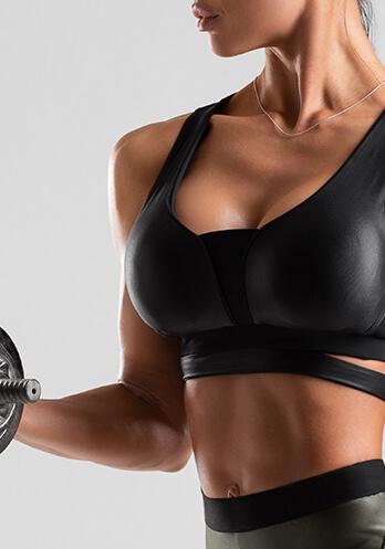 Brustvergrößerung Sportlerinnen Brustmuskeltraining. Brust OP Vergrößerung mit Silikon Implantaten