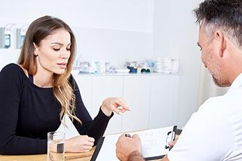 Dr. Koller Bruststraffung in Linz, Bruststraffung ohne Implantat oder mit Implantat. Push-up Implantate