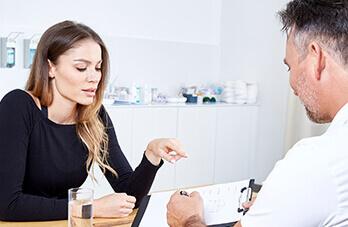 Schönheitschirurgie Bruststraffung. Brüste Straffen mit Implantat oder ohne Brustimplantat. Brüste straffen in Linz