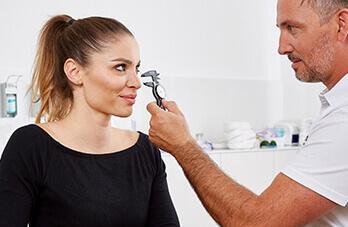 Schönheitschirurgie Nasenkorrektur. Nasen Op vom Plastischen Chirurgen und Experten für Schönheitschirurgie Dr. Koller in Linz, Österreich