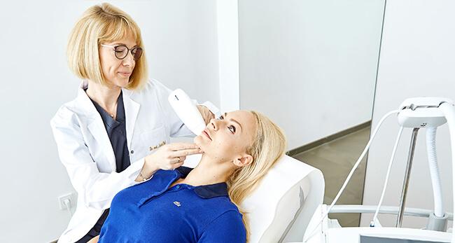 Aknenarben Korrektur bei Dr. Matthias Koller