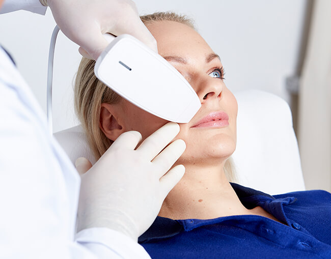 Aknenarbenkorrektur – Risiko und Nebenwirkungen