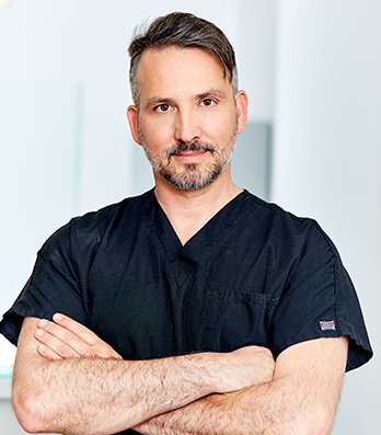 Dr. med. Matthias Koller Plastische Chirurgie Linz im Schloss Puchenau. Dr. Koller ist Plastischer Chirurg, Schönheitschirurg in Linz