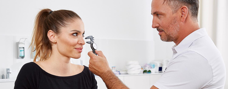 Nasenkorrektur Nasenhöcker, Spannungsnase, Sattelnase, Nasenspitze. Verkürzung und Verschmälerung einer zu breiten Nase, Begradigung einer schiefen Nase. Größenveränderung oder Formkorrektur Nasenlöcher