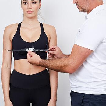 Plastische Chirurgie Linz, Asymmetrische Brust Korrektur. Korrektur einer asymmetrischen Brust durch Brustvergrößerung bzw. Brustverkleinerung