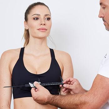 Plastische Chirurgie Linz, Brustverkleinerung Linz. Brüste verkleinern. Busen Verkleinerung vom Experten Dr. Koller Österreich