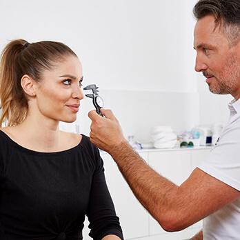 Plastische Chirurgie Linz, Nasenkorrektur vom Experten Dr. Matthias Koller. Nasen Höcker Korrektur Linz