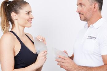 Plastischer Chirurg Linz Dr. Koller. Spezialist für Brustvergrößerung Sportlerinnen, Bruststraffung und Brustverkleinerung