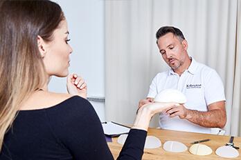 Plastischer Chirurg Linz, Implantatswechsel Brustimplantate in Linz. Implantatswechsel beim Schönheitschirurgen Dr. Koller Linz