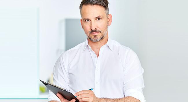 Sie interessieren sich für die Publikationen & klinische Studien von Dr. Matthias Koller? ➥ Hier finden Sie eine Übersicht! Plastischer Chirurg