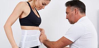 Plastische Chirurgie nach Gewichtsabnahme fettabsaugung. Liposuktion