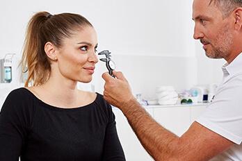 Schönheitschirurg Linz Nasenkorrektur. Nasenhöcker korrigieren in Linz