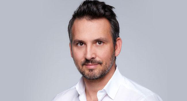 Dr. Koller, Plastische Chirurgie Linz, Kollerplast. Dr. Koller ist Experte für Brustvergrößerung, Brustverkleinerung, Nasenkorrektur, Augenlidstraffung, uvm.
